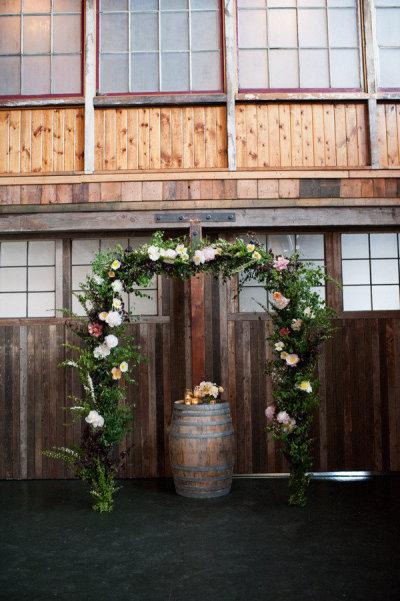 Flores y barril - altar
