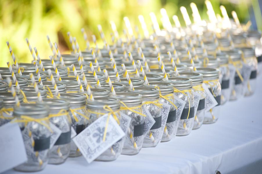 9-stripe-straw-mason-jar-wedding