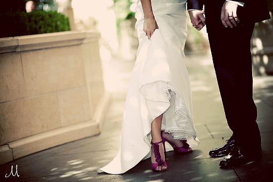 Pareja zapatos morados novia