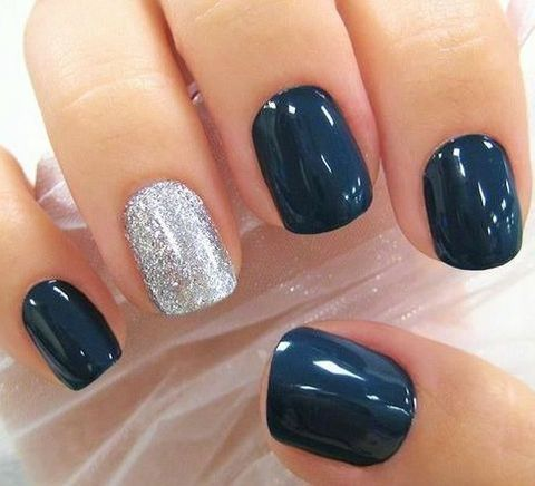 Manicura azul y plata