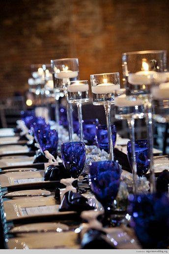 Mesa en azul y plata