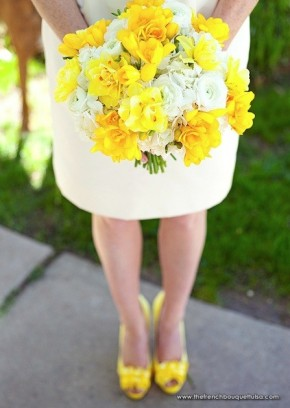 Yellow-Bridal-Bouquet-of-Daffodils-Freesia-Ranunculus-and-Hydrangea-The-French-Bouquet-Brooke-Barnes-Photography